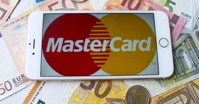 UN, Mastercard Supplying Migrants With Prepaid Bank Cards